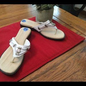 White Mountain Sandals NWOT